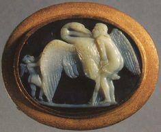 Leda y el cisne.  Sardonyx.  1r siglo BCE.  2,1 × 2,8 cm.  Inv.  No Ж 305. San Petersburgo, el Museo Estatal del Hermitage.