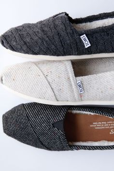 Get comfortable with these TOMS Wool Classics. With a faux shearling lining and wool upper these slip-ons are oh so cozy!