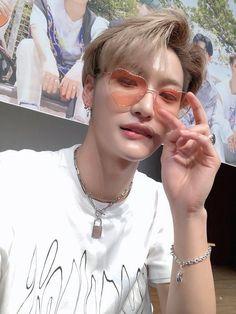 pinterest : mzahluv Korean Boys Ulzzang, Woo Young, Kim Hongjoong, Pretty Men, Seong, Kpop Boy, Foto E Video, Boy Groups, Park