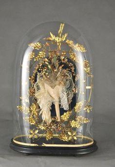 Globe de mariée à base ovale et sa garniture : coussin de velours