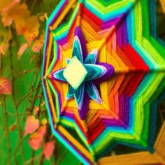 Mandala Tejido (Ojo de Dios) .Mandala Pachamama .50cm de diametro .8puntas .$280 .Se hacen por encargo. .Facebook: /wanita.arte . Mail: wanita.artesanias@hotmail.com