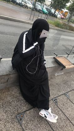 Discover recipes, home ideas, style inspiration and other ideas to try. Niqab Fashion, Modern Hijab Fashion, Street Hijab Fashion, Muslim Fashion, Hijabi Girl, Girl Hijab, Hijab Outfit, Mode Niqab, Tn Nike