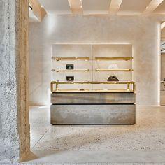 FARFETCH - Die Plattform für Luxus-Artikel Boutique, Grey Fashion, Designer, Shelves, Interior, Home Decor, Platform, Luxury, Shelving