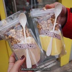 Camp-Themed Birthday Party for Kids. This is the trail mix bar. Love the cute brown paper bags! Food Trucks, Food Design, Food Packaging Design, Cafe Food, Aesthetic Food, Bubble Tea, Cookies Et Biscuits, Food Presentation, Food Photography