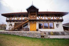 Top 10 pensiuni de poveste, aproape de București, pentru o evadare de weekend Alpine Mountain, Mountain Homes, Chalet Style, Exposed Wood, Large Windows, Modernism, Building Design, Facade, Lounge