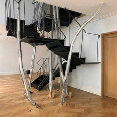 Escadas que se destacam. A escada da vez foi concebida para parecer que está saindo do chão como uma árvore na floresta. Esta é uma obra do francês Vincent Dubourg. Em seus trabalhos o designer mistura arquitetura escultura e mobiliário. @OlhardeMahel #VincentDubourg #escada #escadaria #arquitetura #designer #mobiliário #móvel #OlhardeMahel #escultura #fpolhares #stairs #staircase #ladder #sculpture #architecture #design #furniture http://ift.tt/2dCGkQR