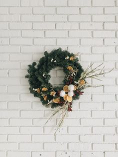 How to Make a DIY Holiday Wreath with Little Effort and High Reward - Wit & Delight First Sewing Projects, Cool Diy Projects, Holiday Wreaths, Holiday Decor, Holiday Crafts, Charlie Brown Tree, Wit And Delight, Felt Gifts, Noel Christmas
