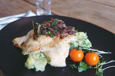 May plaice / bacon / onions / potato-cucumber salad  #superconceptspace #fishdish #mayplaice #bacon #potatosalad #lunch #berlinfood