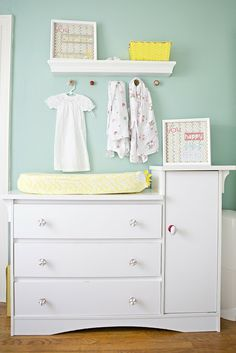 teal nursery - love the color and works for boy or girl.