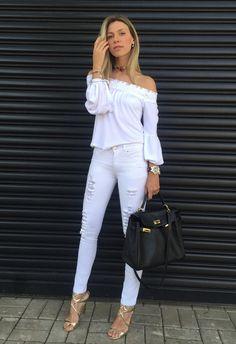 Look branco é sempre um coringa para o dia a dia. Uma opção chic e despretensiosa para quando não queremos pensar numa produção elaborada. Confiram no post.