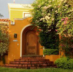 Puerta con flores en Stma Trinidad
