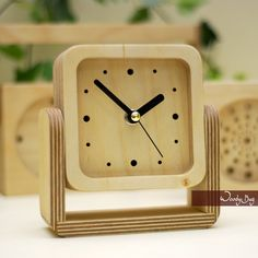 Welcome To Wood Working World. wood working projects, Check Out the Wood working ideas, Wood Working projects And Wood Working Crafts, and Toys and stuff! Large Wood Clock, Wood Clocks, Modern Clock, Modern Desk, Brown Clocks, Small Wood Projects, Desk Clock, Wood Toys, Wood Crafts
