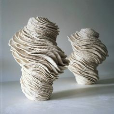 For over 20 years Dutch visual artist Alexandra Engelfriet has been working with clay and other earthly matter. She forms the material with her body.