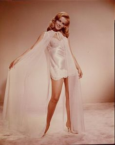 vintage everyday: Ann-Margret: Classic Beauty Icon of the Vintage Hollywood, Hollywood Glamour, Hollywood Actresses, Hollywood Style, Vintage Tv, Vintage Girls, Divas, Ann Margret Photos, Candice Bergen