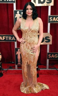 SAG Awards Modern Family's Ariel Winter in gold gown Gold Gown, Gold Dress, Ariel Winter Hot, Arial Winter, Sag Awards, Awards 2017, Versace Dress, Female Stars, Beautiful Gowns