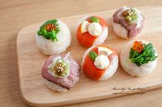 ローストビーフ・スモークサーモン・イクラと菜の花の手まり寿司。おしゃれなアレンジが素敵な手まり寿司。
