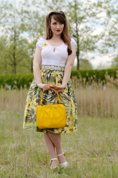 Summery vintage inspired outfit with Erstwilder Sumptuous Sunflower brooch Rockabilly Fashion, Retro Fashion, Vintage Fashion, Rockabilly Style, Classic Fashion, Pin Up Outfits, Summer Outfits, Vintage Skirt, Vintage Tops