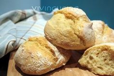 Need to translate page into English. Looks very easy. Uses semolina flour but I'd need a large airtight container. Almond Paste Cookies, My Favorite Food, Favorite Recipes, Focaccia Pizza, Food Humor, Yummy Snacks, Bread Baking, I Love Food, Finger Foods