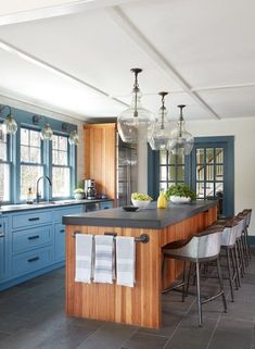 Modern Country Kitchen with Blue Cabinets and Black Counter Tops Blue Kitchen Cabinets, Kitchen Dining, Kitchen Decor, Kitchen Backsplash, Kitchen Island, Backsplash Ideas, Kitchen Sink, Farm Kitchen Ideas, Modern Country Kitchens