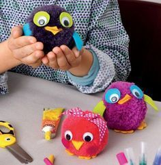 20 adorable crafts to do with children . with pompoms! - 20 adorable crafts to do with children … with pompoms! – Tips and Crafts - Diy For Kids, Crafts For Kids, Arts And Crafts, Children Crafts, Crafts To Make, Diy Crafts, Wild Animals Photos, Owl Bags, Kids Tents
