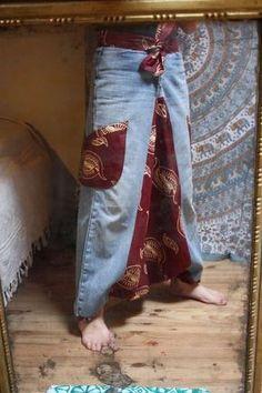 turn a denim harem pants Sarouel Pants, Harem Pants, Jean Diy, Diy Ripped Jeans, Diy Vetement, Denim Ideas, Recycle Jeans, Creation Couture, Recycled Denim