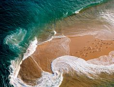 Waves on the beach / talimba, new south wales