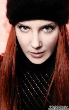 Simone is classically trained and has the voice of an angel. Chica Heavy Metal, Heavy Metal Girl, Red Hair Woman, Symphonic Metal, Guitar Girl, The Most Beautiful Girl, Her Hair, Redheads, Rock And Roll