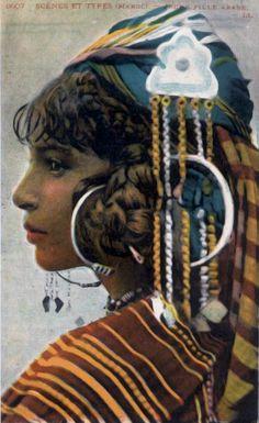 Africa | Scenes and Types (Morocco) ~ Arab Girl || Vintage postcard; published by L.L.  (Lehnert & Landrock)  No. 6607.