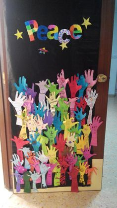 Could do this with hands are for praising and have the students right a praise… Classroom Door, Classroom Displays, Programme D'art, Peace Crafts, World Peace Day, Harmony Day, Peace Pole, International Day Of Peace, Peace Art