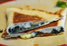szuper tortilla, akár elvitelre is! Hungarian Recipes, Spanakopita, Hot Dog, Scones, Hamburger, Sandwiches, Food And Drink, Keto, Cooking
