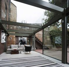 Trombé Ltd have been shortlisted for the ID&A Awards 2014, Glasshouse over £50,000 category, with their project of a single story glass extension with walk on roof, spanning the rear of a Georgian town house. We were asked to create a large bright sunny room that brought the outside in. They wanted a space that flowed into the garden and back into the house. There were existing external steps from the first floor to the garden which had to be