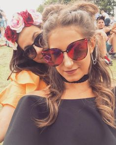 Festival chicas #tomorrowland #friends #festival #summer #fun #makingmemories Cat Eye Sunglasses, Sunglasses Women, Summer Fun, Friends, Fashion, Amigos, Moda, Fashion Styles, Summer Fun List