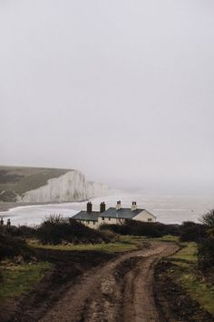 England Travel Inspiration - White cliffs of Dover (England). Oh The Places You'll Go, Places To Visit, Landscape Photography, Travel Photography, Brighton Photography, Photography Ideas, Adventure Photography, Winter Photography, Adventure Is Out There