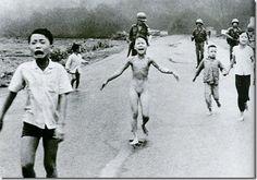 1972 - PHAN THị KIM PHÚC: A menina Phan possuía nove anos na época da imagem feita em 8 de junho por Huynh Cong Út (que ganhou o Pulitzer). Ela fugia de seu povoado, que estava sofrendo um bombardeiro de napalm. Atualmente, ela reside no Canadá e possui dois filhos.