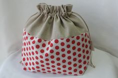 Fiche couture : toutes les étapes pas à pas et en photos pour réaliser vous-même ce modèle Sewing Tutorials, Sewing Crafts, Sewing Projects, Sacs Tote Bags, Homemade Bags, Chiffon, Purses And Bags, Diy And Crafts, Crochet