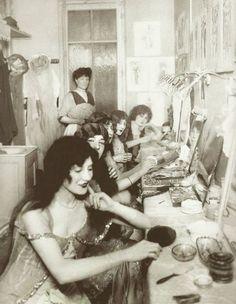 Camerinos del Moulin Rouge. 1924.