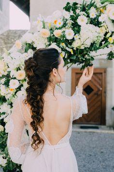 Bridal Makeup Bridal Hairstyle Brautmakeup und Brautfrisur by mubka.ch Katie Tschirren Blumen: Evelyn Kühr Foto: Ladies and Lord | Claudia Magas Model: Polina  #makeup #swissmua #makeupartistschweiz #beauty #naturalbeauty #promlook #makeupandmuas #weddinglook #brautmakeup #eyes #eyeshadow #skin #glow #beautyphotography #muagrapher #glamour #bridalmakeup Beauty Photography, Lord, Lace Wedding, Wedding Dresses, Bridal Hairstyle, Glamour, Models, Bridal Makeup, Eyeshadow