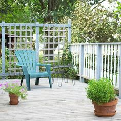love the high back walls of lattice that offers a little privacy