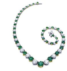 Harry Winston | The Incredibles | Behold The Incredibles | Necklaces | Vintage Emerald Wedding Jewellery Perfect Flower. Oh Hell! Green is a lovely colour and this is one beautiful Emerald Neckpiece. It's Regal. If I were wealthy, This would be my mothers.