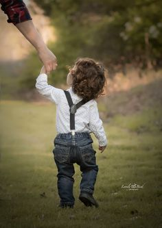 Toddler outdoor photography  By: Michelle Fernandez
