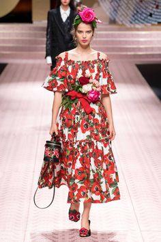 Dolce & Gabbana Spring 2019 Ready-to-Wear Fashion Show Dolce & Gabbana, Runway Fashion, Boho Fashion, Spring Fashion, Fashion Show, Fashion Design, Moda Boho, Bohemian Mode, Floral Midi Dress