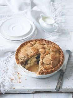 Koláč, který vám zmizí přímo před očima! Poklička připomíná vanilkové rohlíčky a zázvor dodává náplni na zajímavosti. Apple Pie, Food, Essen, Meals, Yemek, Apple Pie Cake, Eten, Apple Pies