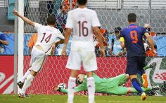 Holland v Spain, World Cup 2014: Alonso blasts Spain into the lead from the penalty spot.