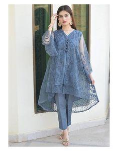 Pakistani Party Wear Dresses, Beautiful Pakistani Dresses, Designer Party Wear Dresses, Kurti Designs Party Wear, Pakistani Dress Design, Pakistani Bridal, Pakistani Outfits, Indian Outfits, Pakistani Sharara
