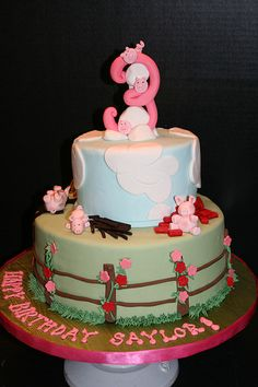3 Little Pigs Birthday Cake for a 3 year old - via edgedesserts.com