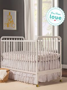 This 3-in-1 crib features beautiful spindle posts for a vintage-inspired look. It's an elegant piece for your baby's nursery.