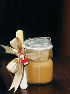 Creamy Fudge Spread 250 ml cup) cream 180 ml cup) maple syrup 125 ml cup) brown sugar 125 ml cup) sugar 60 ml cup) corn syrup 1 pinch salt 28 g oz) white chocolate, finely chopped ml teaspoon) vanilla extract Christmas Desserts, Christmas Baking, Dessert Dips, Dessert Recipes, Fudge, Ricardo Recipe, Desserts With Biscuits, Canadian Food, Canadian Recipes