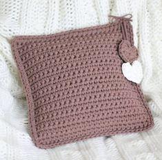 Photos and Videos Crochet Pillow, Crochet Art, Crochet Home, Crochet Crafts, Free Crochet, Knitted Cushion Covers, Knitted Cushions, Crochet Designs, Crochet Patterns