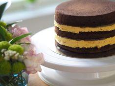 Pehmeä Vaahtokarkkimousse (liivatteeton-kakkutäyte) on täydellisen pehmeä kakkutäyte korkeidenkin kakkujen väliin! Tämä mousse on taivaallista!