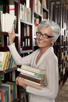 I love when women decide to rock their gray hair. Idk if I'll have the guts to do that. It works for this woman because she looks awesome
